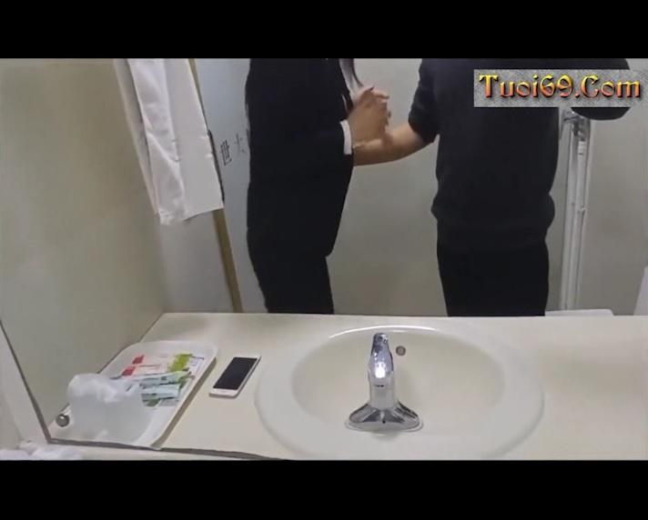 Clip: Đụ Em Văn phòng trong toilet, kích thích VL