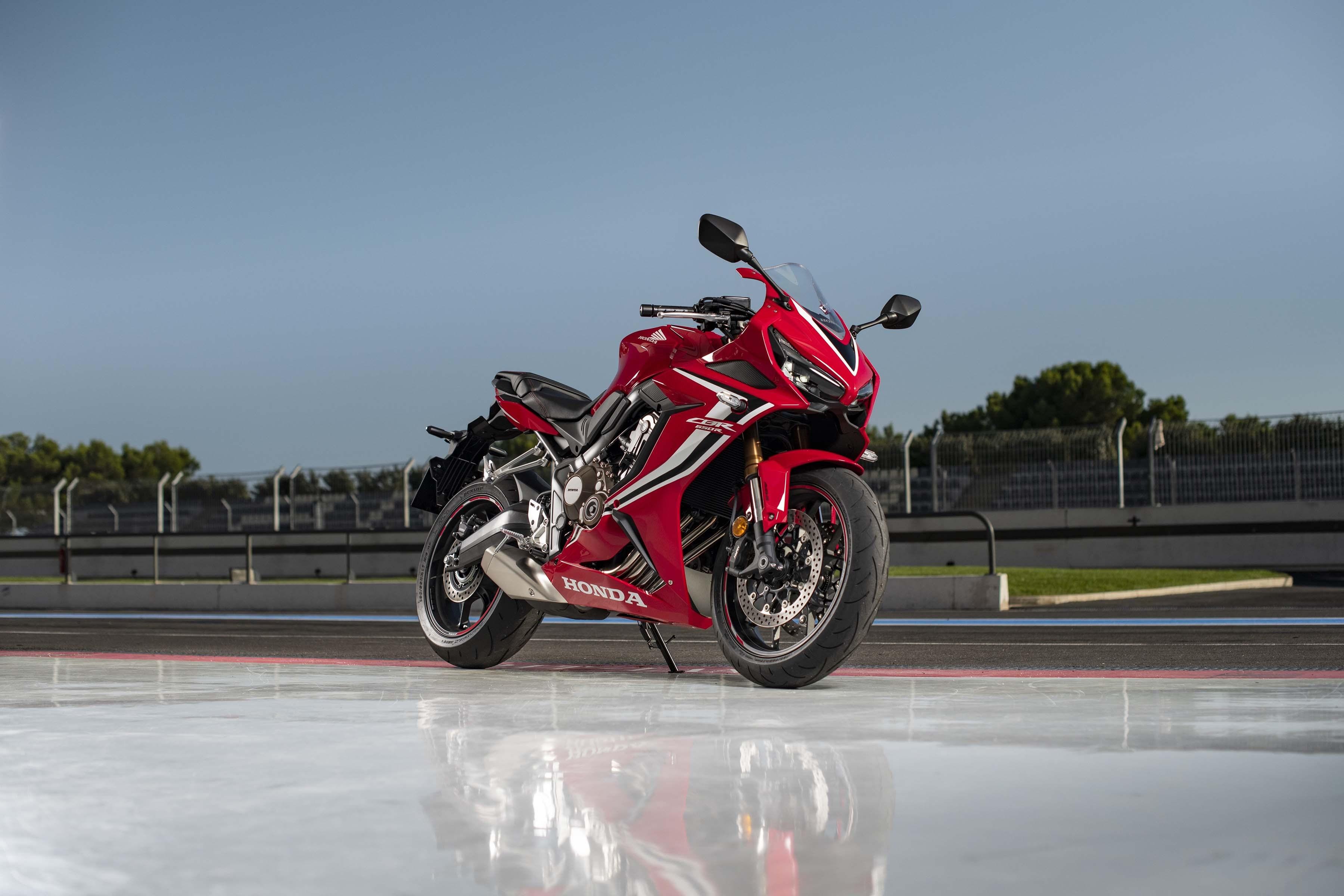 2019-Honda-CBR650-R-32