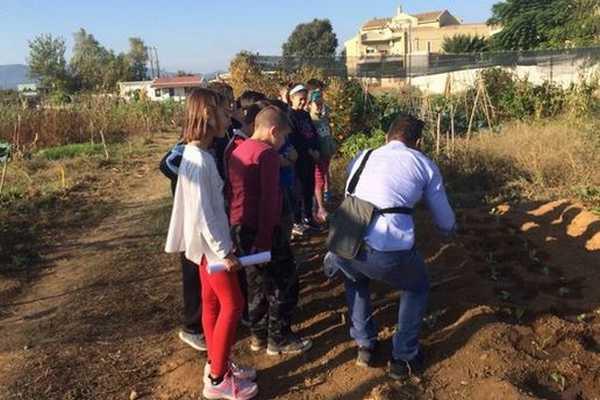 Επίσκεψη μαθητών 1ου δημοτικού σχολείου στο δημοτικό Λαχανόκηπο Αγρινίου