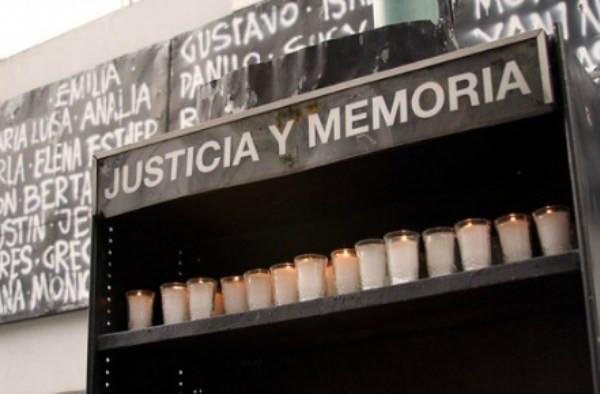 https://image.ibb.co/bTOJJR/atentado_amia