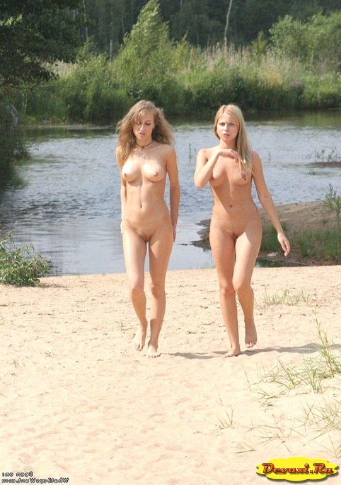 голые девушки отдыхают на озере