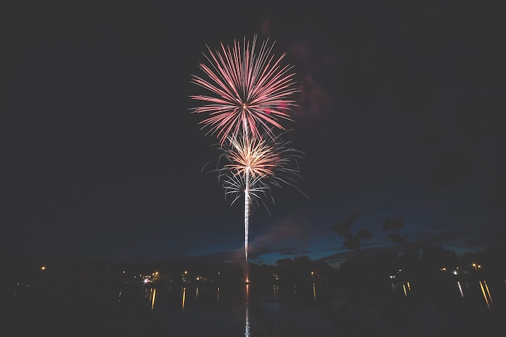 Noche_de_San_Juan_firework_display_near_water