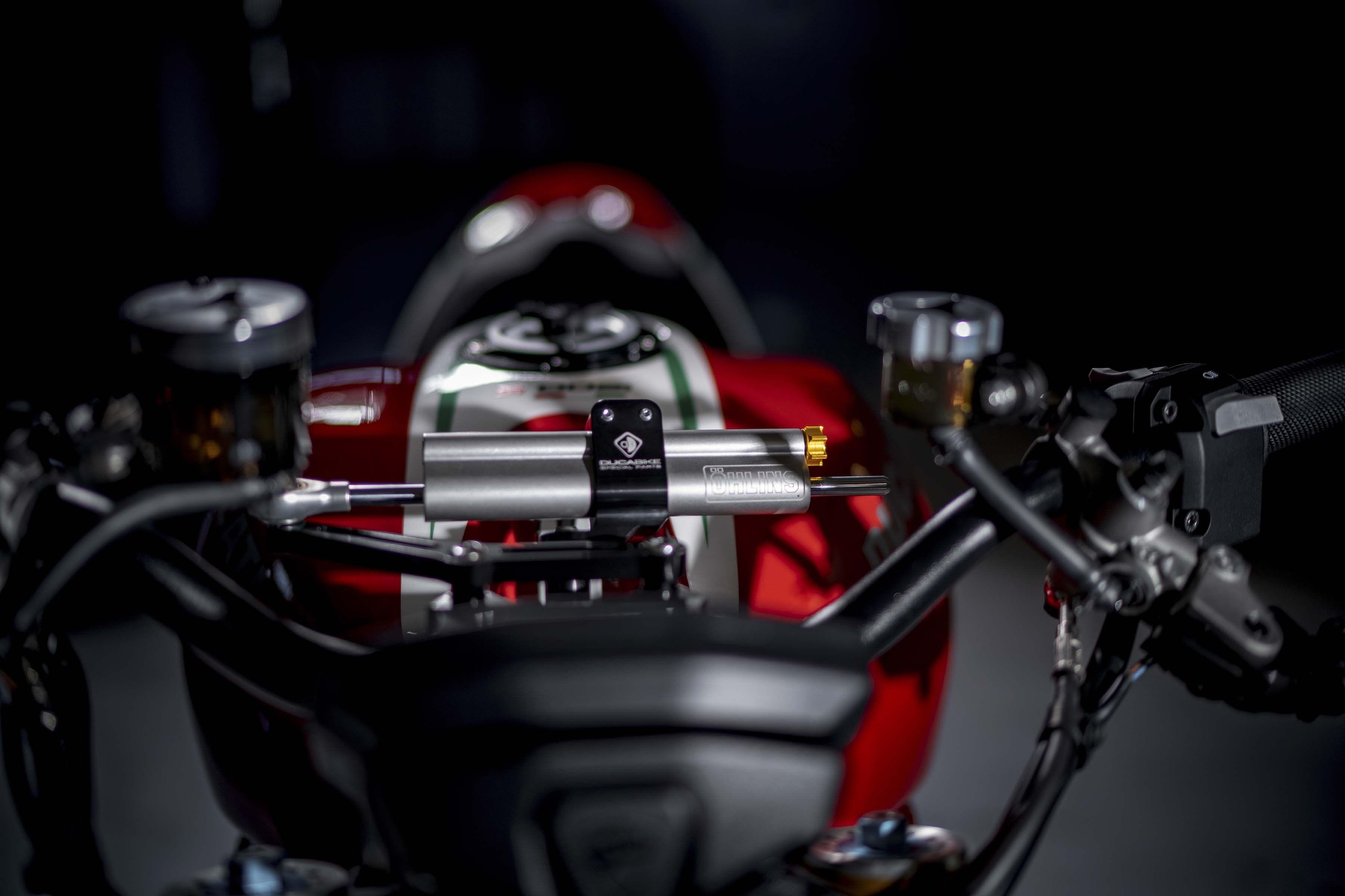Ducati-Monster-1200-Tricolore-Motovation-03
