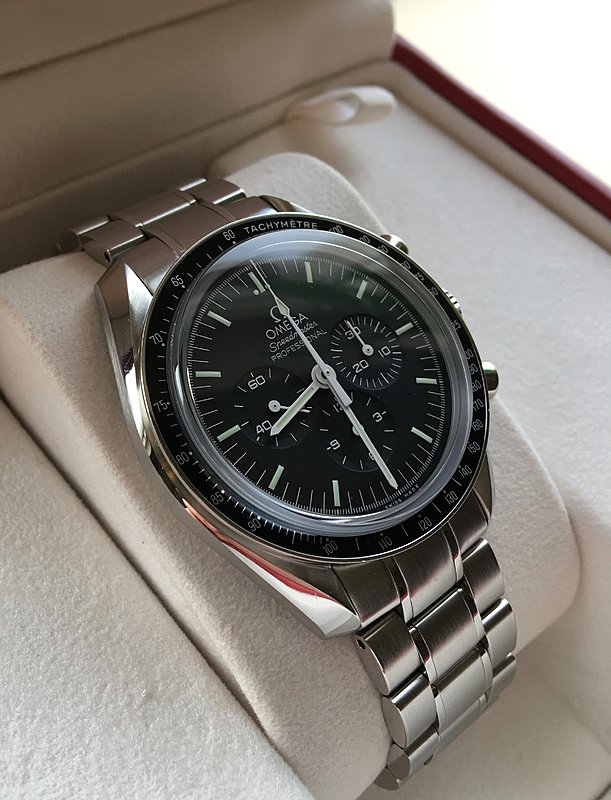 Omega Speedmaster Professional Moon Watch 03