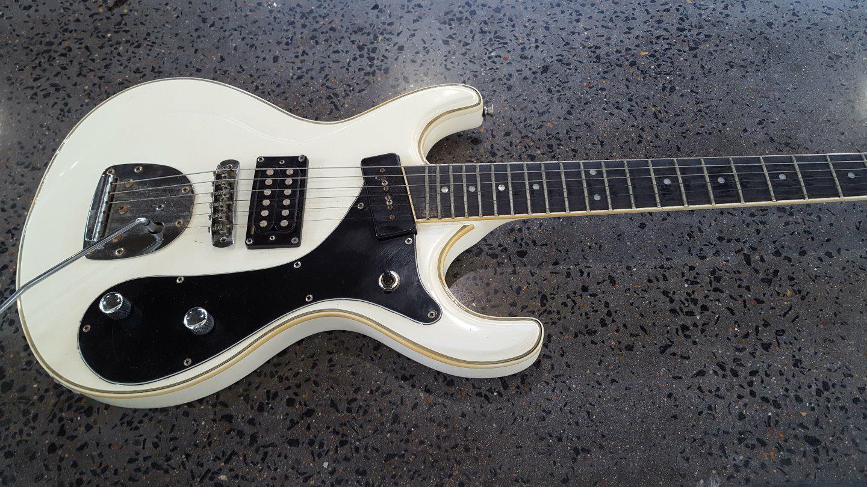 Harlem Mosrite Style Guitar