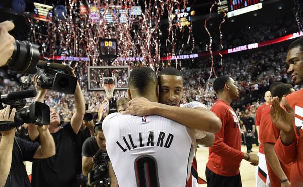 https://image.ibb.co/c02fqF/Damian_Lillard_C_J_Mc_Collum_Los_Angeles_Clippers_a_UCj_OORcz_LAl.jpg