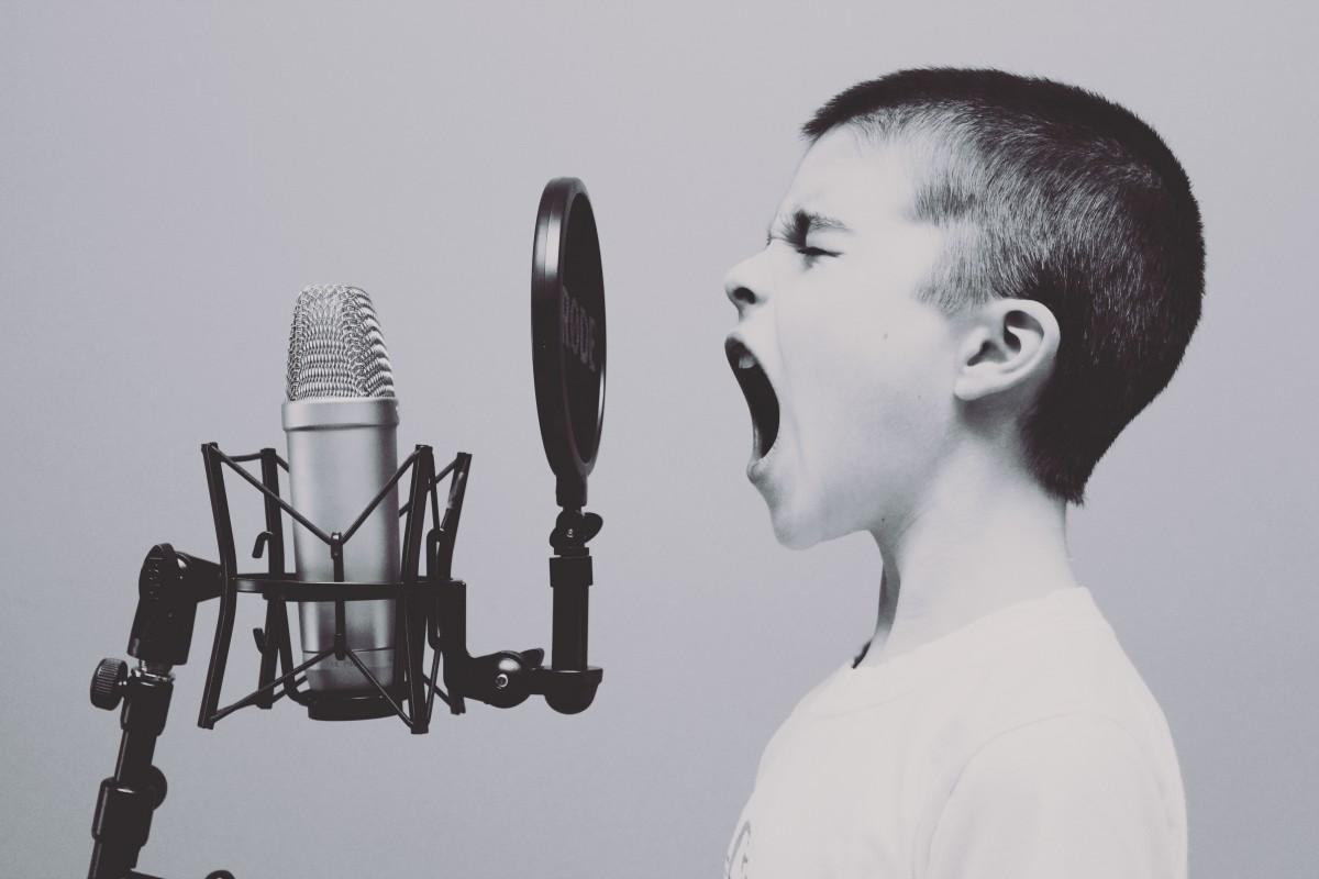 como produce efectos la voz - canto gutural