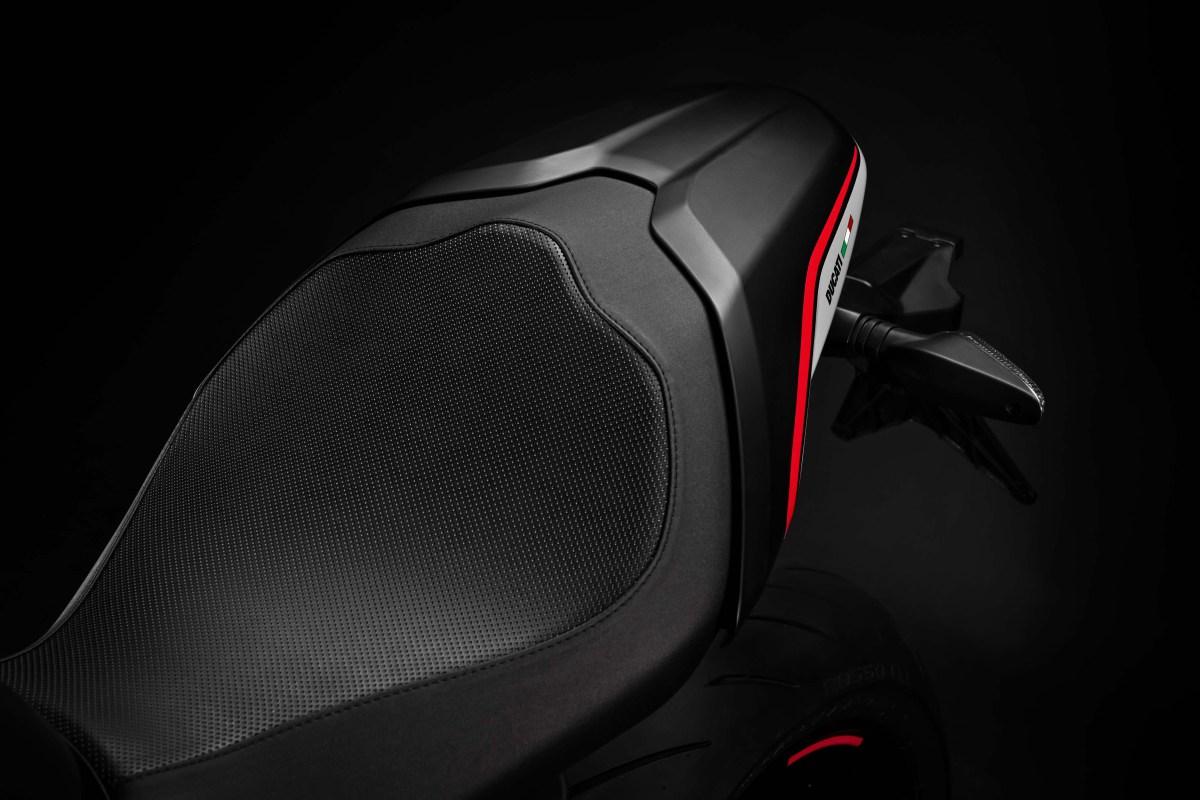 2019-Ducati-Monster-821-Stealth-02