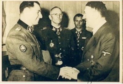 Degrelle con Hitler, del que se dice pronunció la siguiente frase sobre él, el hijo que siempre quise tener