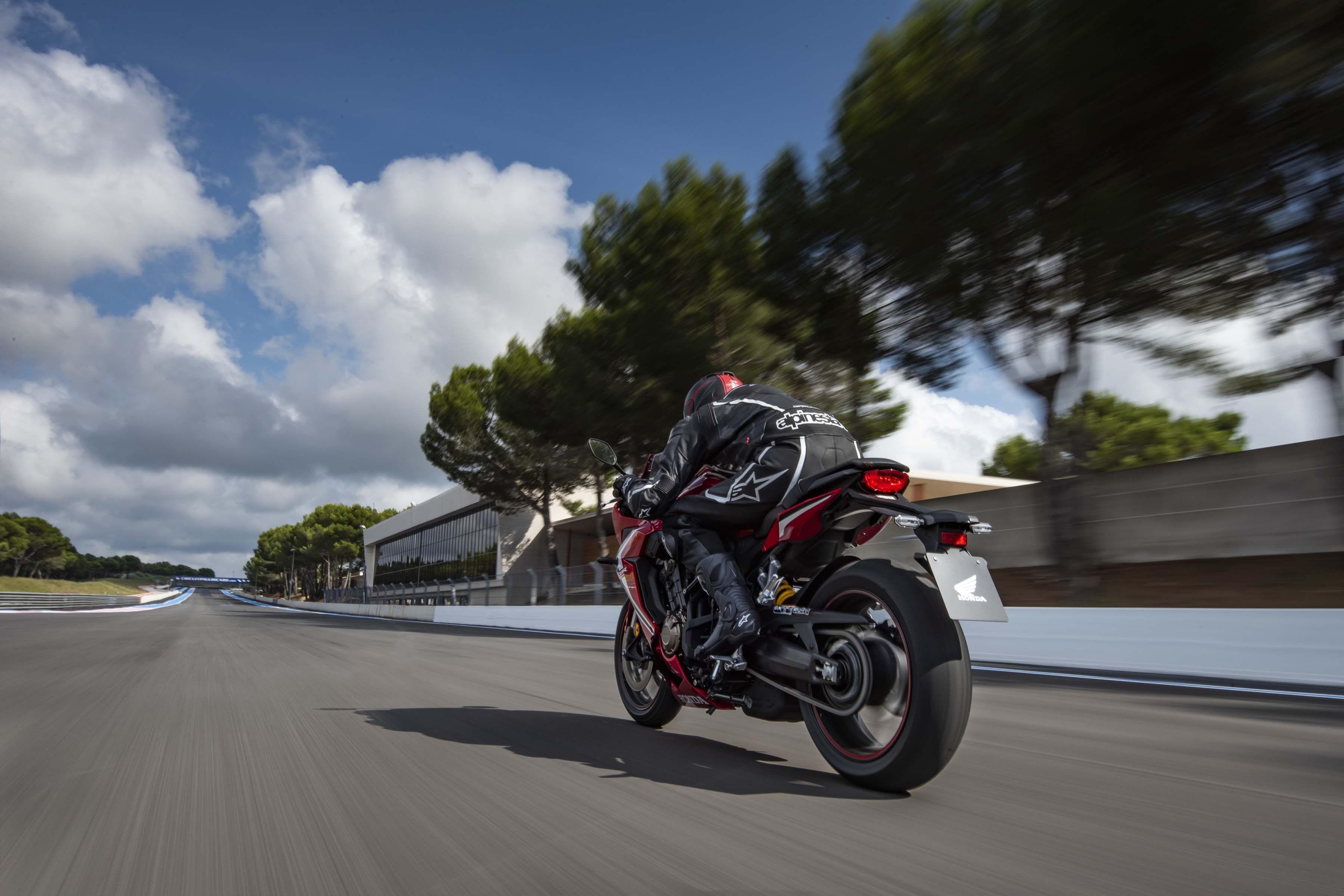 2019-Honda-CBR650-R-39