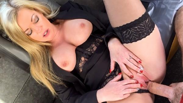 1196807 - [FAKETAXI.COM/FAKEHUB.COM] Holly Kiss - Great tits and a sexy MILF arse (2018/FakeTaxi.com/FakeHub.com/SD) HOLLY KISS (-1.00 MB)