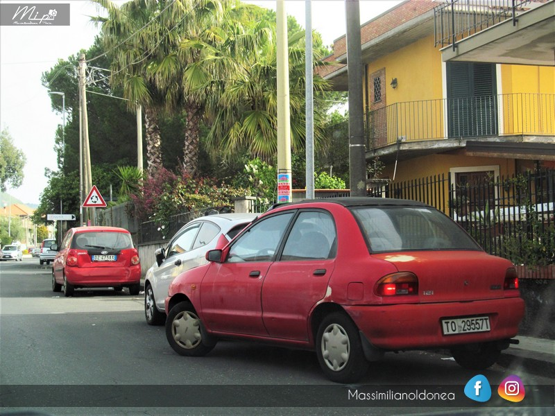avvistamenti auto storiche - Pagina 20 Mazda_121_1_3_72cv_92_TO29557_T_164_766_27_12_2017