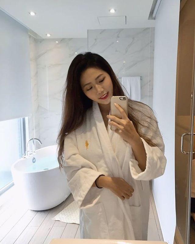 正妹陳靖媛香港酒店游泳_穿黑色比基尼出泳池被拍...好身材沒在藏的