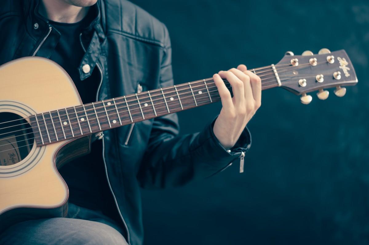 como afinar una guitarra de oido