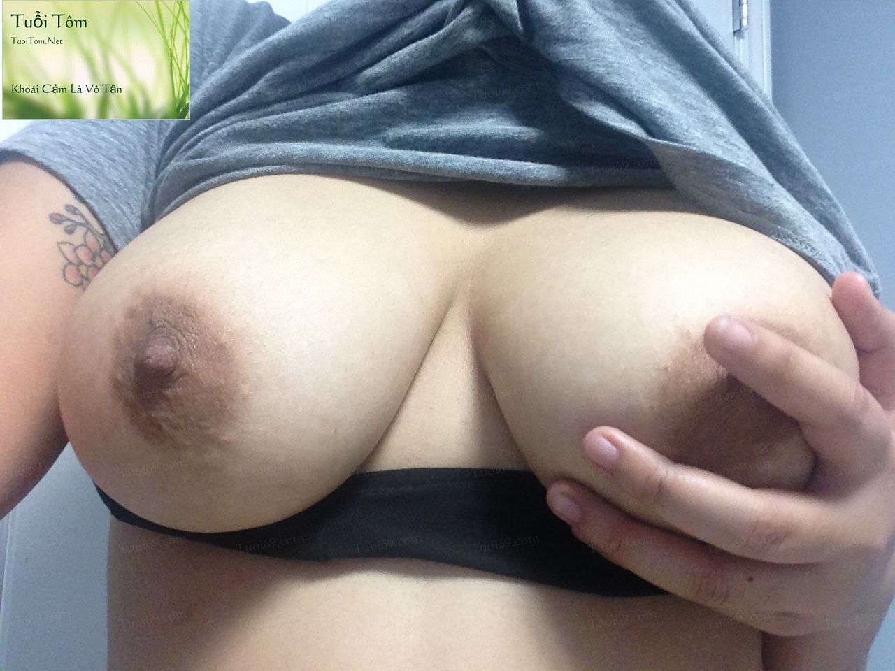 Vietnamese_Canada_Nguyen_Laura_Shows_Pink_Pussy_72