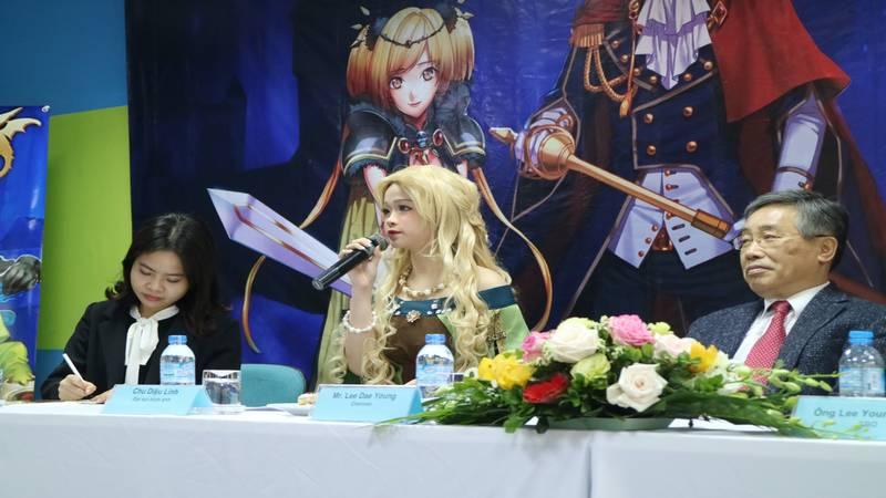 """HotGirl Linh Ka """"bỗng nhiên"""" trở thành đại sứ cho game Chiến Hồn Mobile"""