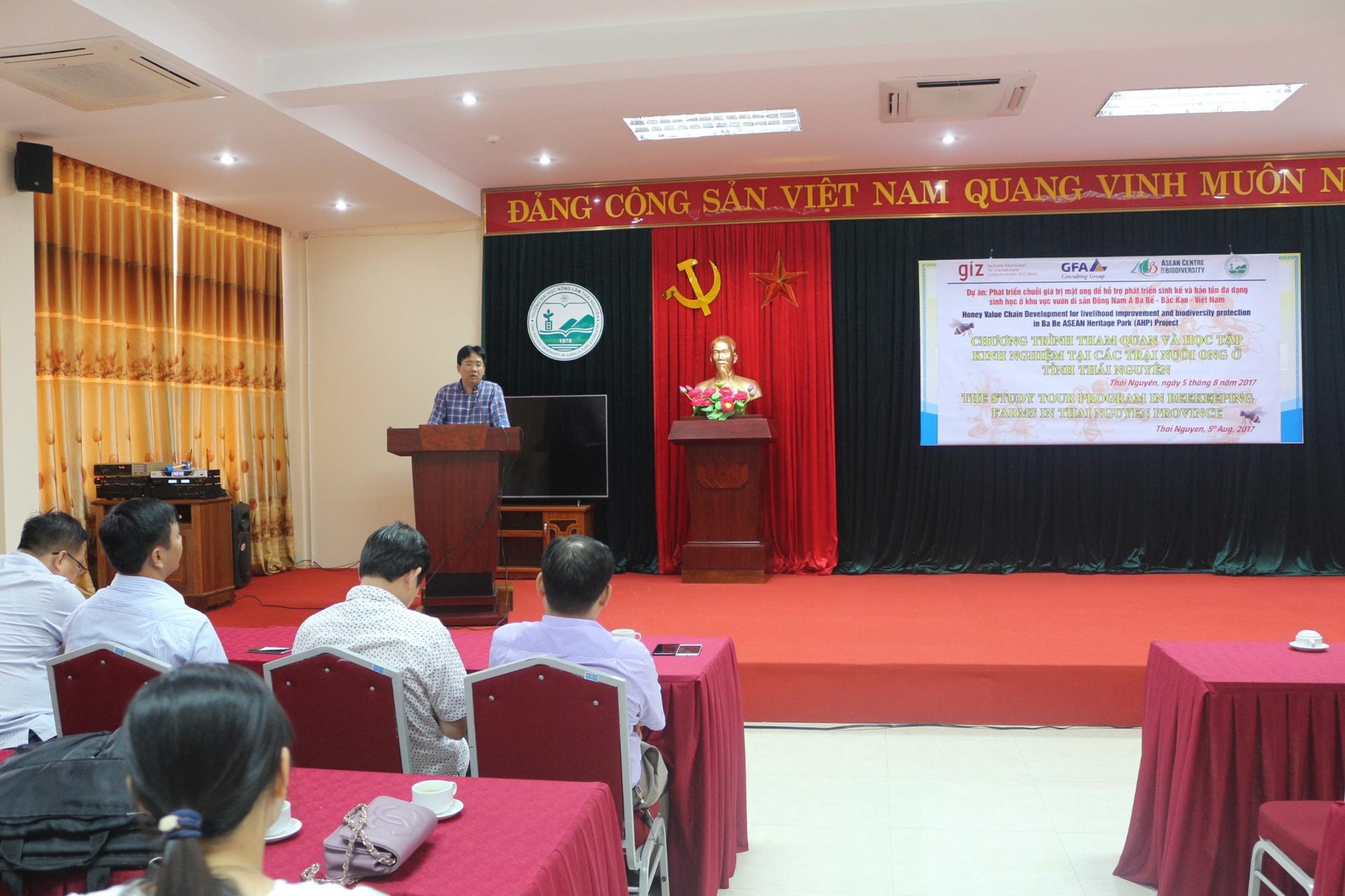 Ông Nguyễn Xuân Dũng, Chánh văn phòng cục bảo tồn Đa dạng sinh học, phát biểu trước hội thảo