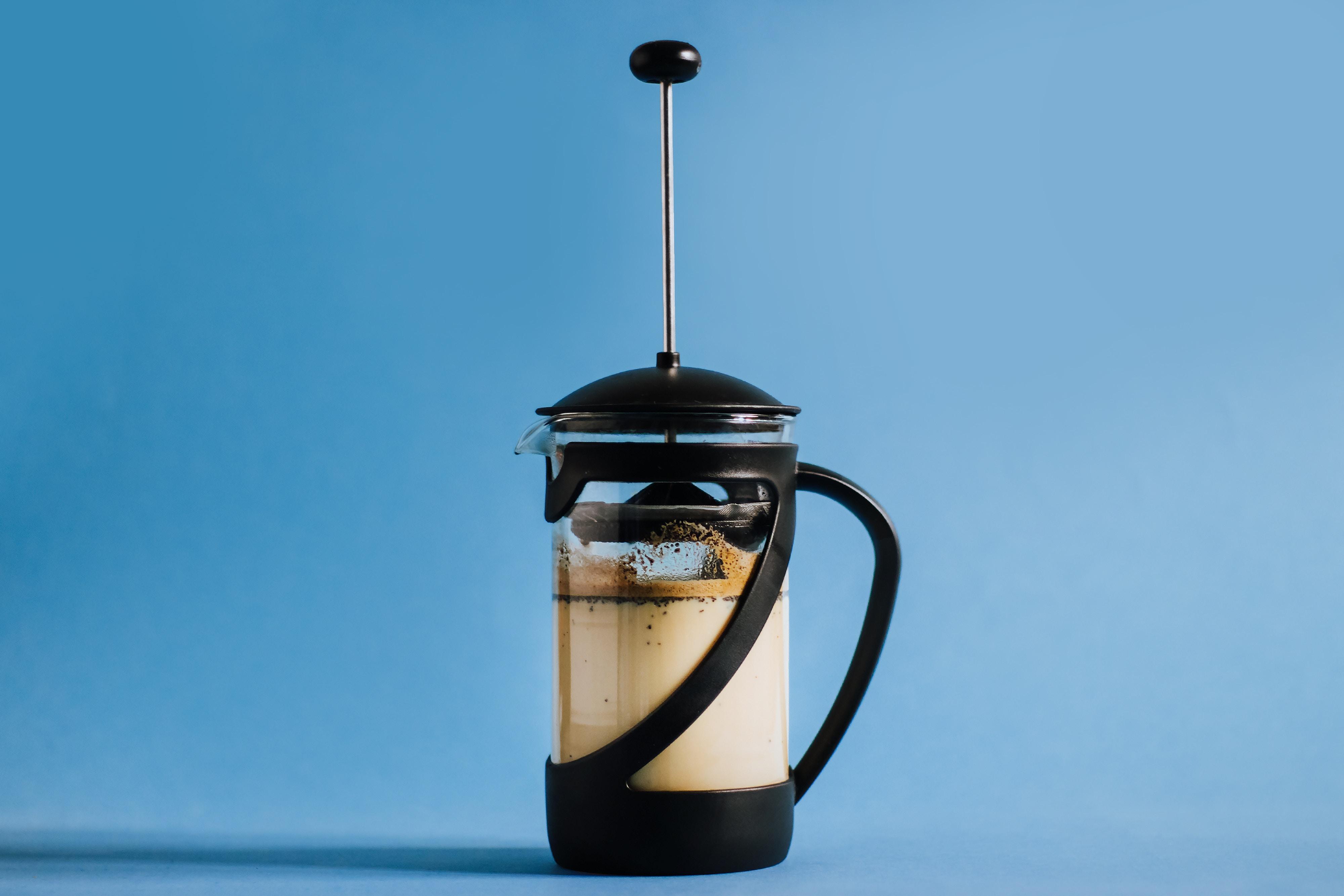 kawa na zimno z mlekiem, cold brew z mlekiem