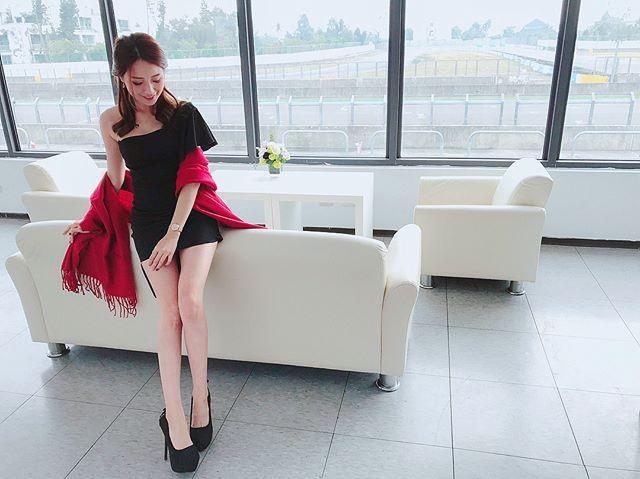 正妹Hebbe_Cheng低胸上節目錄影_性感深溝超吸睛