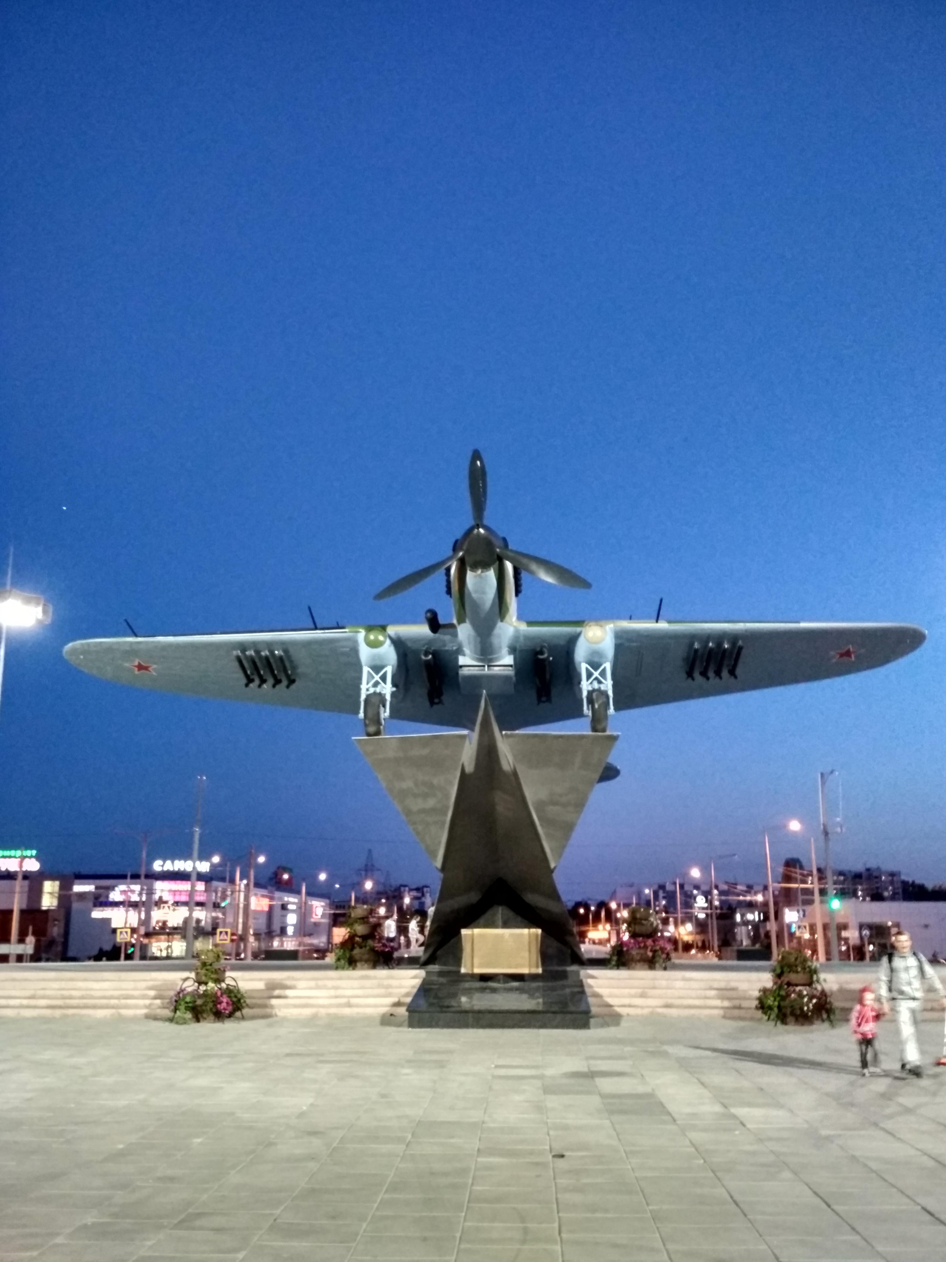 Памятник штурмовику Ил-2 в Самаре