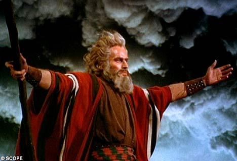 Adegan film saat Nabi Musa membelah laut untuk kaumnya