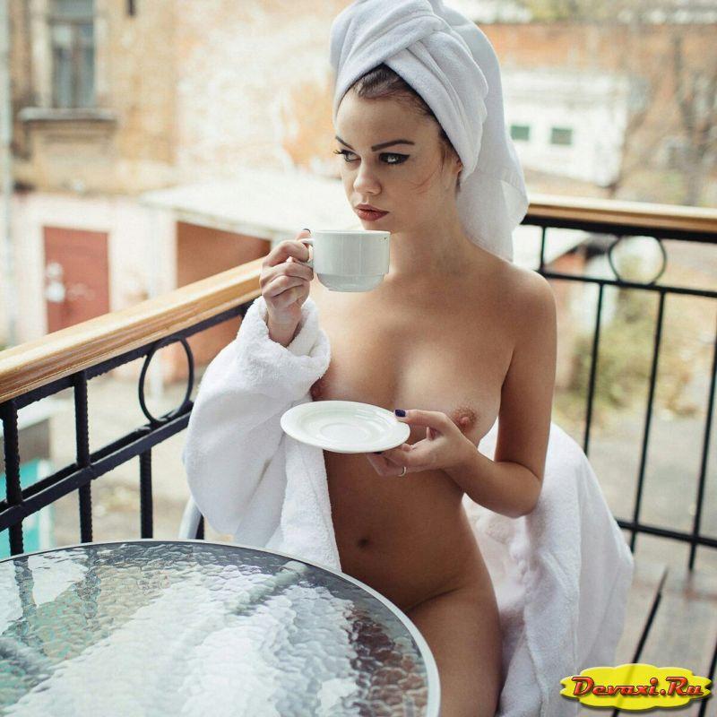 голые девушки и жены на балконе