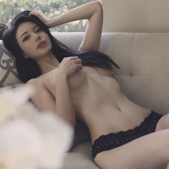 性感比基尼模特兒禦姐_Emily上裸大曬美乳