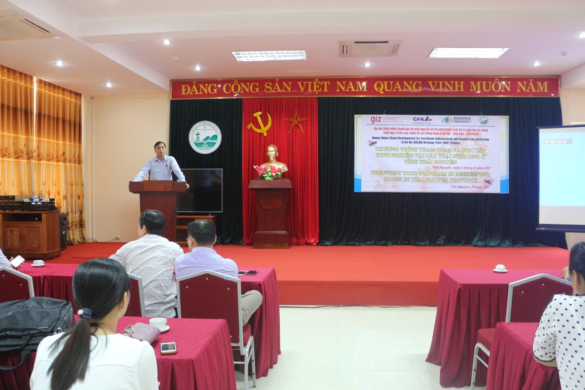 Ông Hà Kim Oanh - Phó giám đốc Sở Nông nghiệp tỉnh Bắc Kạn, phát biểu trước hội thảo