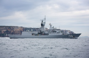 RIMPAC_2018_HMAS_TOOWOOMBA_FRIGATE_HELO