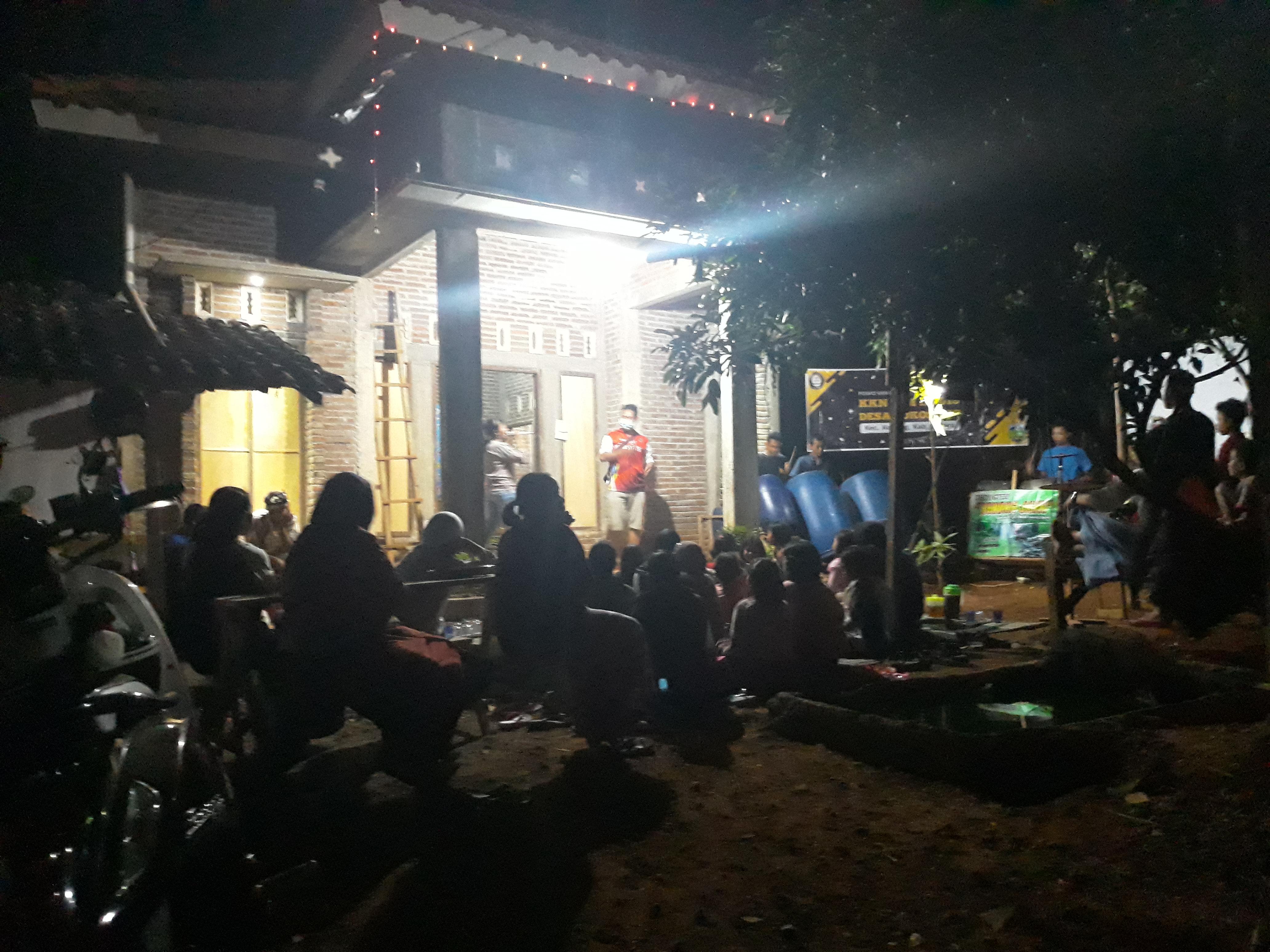 Penyambutan TIM KKN Undip Oleh Warga Sukosono