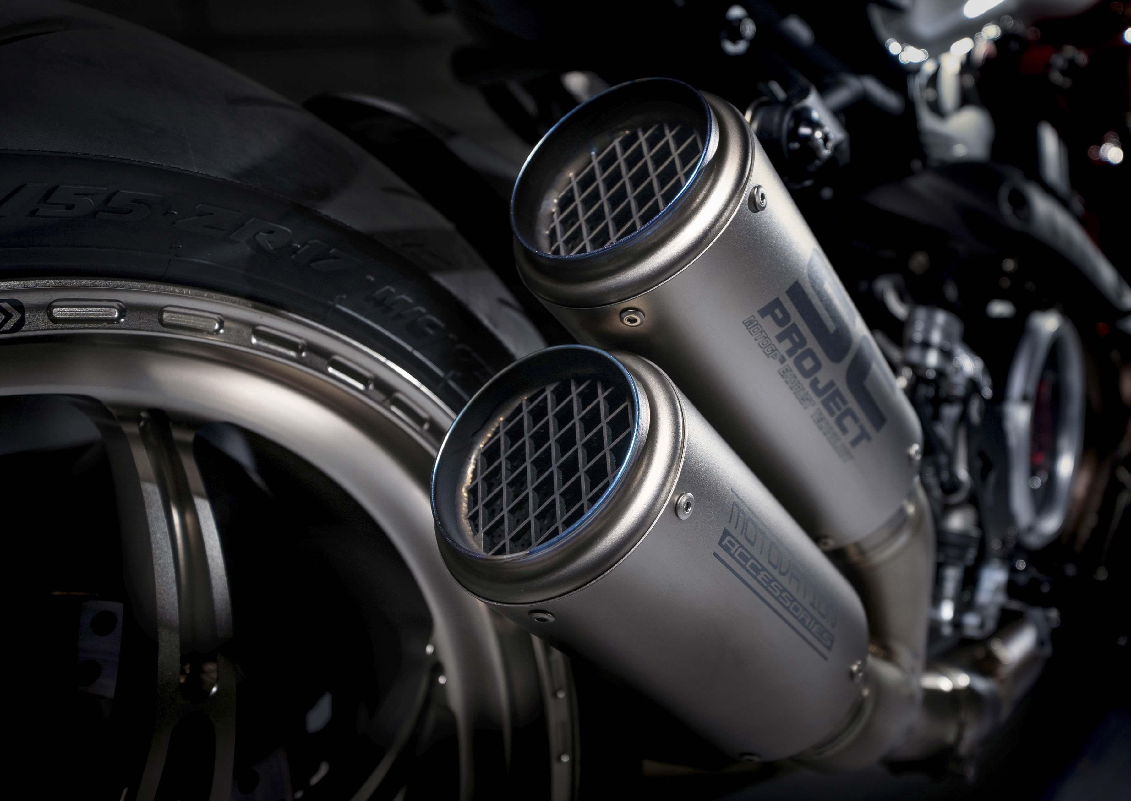 Ducati-Monster-1200-Tricolore-Motovation-16