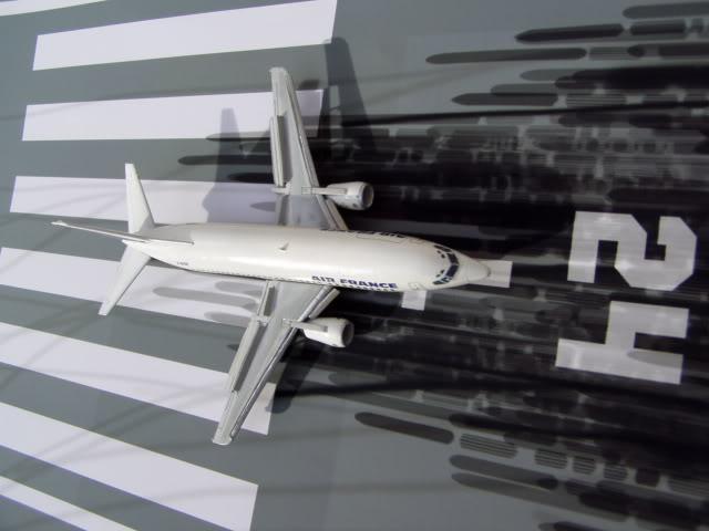 B_737_300_Front.jpg