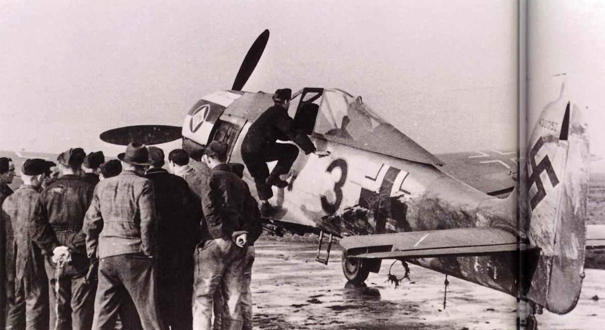 Focke_Wulf_Fw_190_A7_2_JG1_Black_3_WNr_4