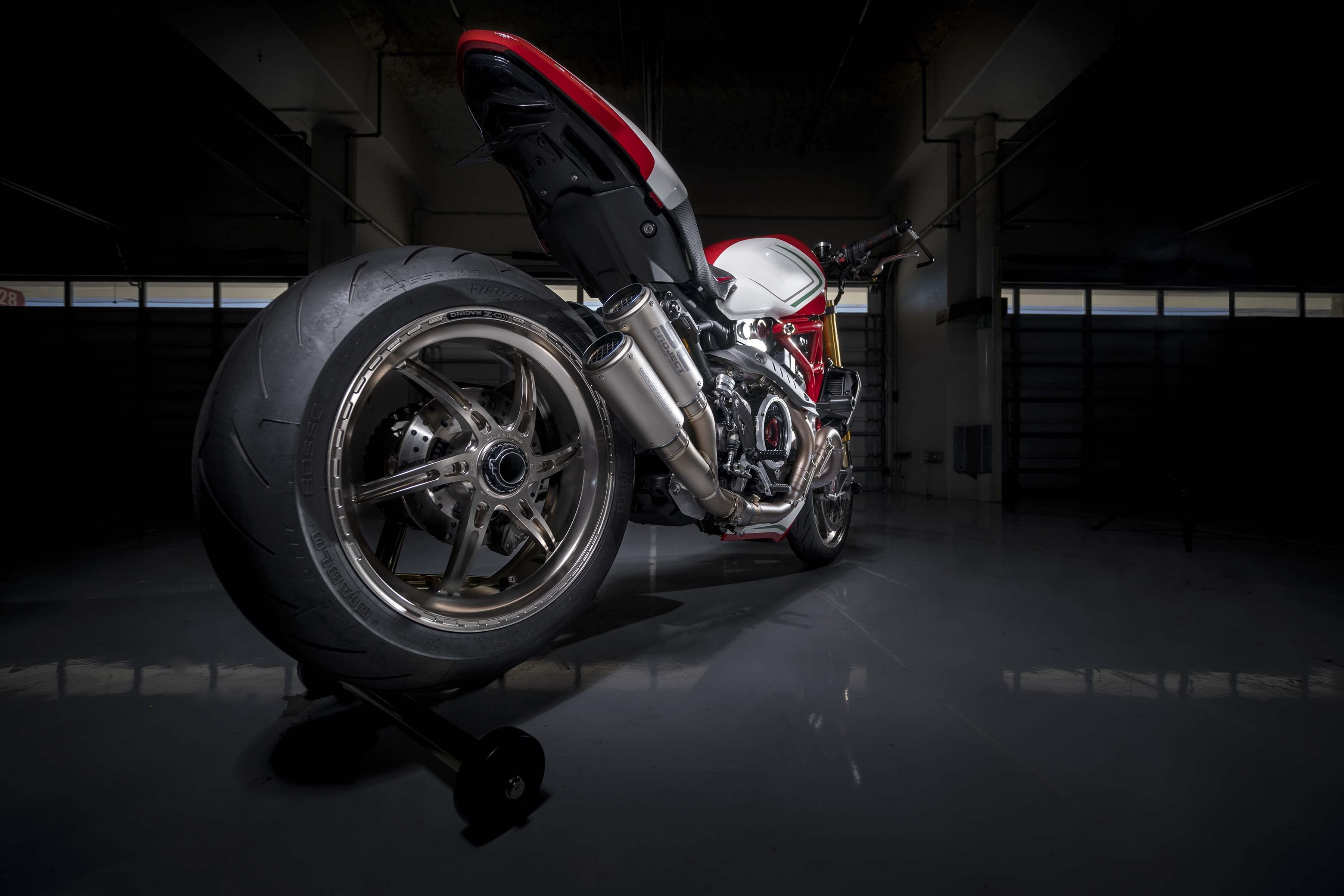 Ducati-Monster-1200-Tricolore-Motovation-17