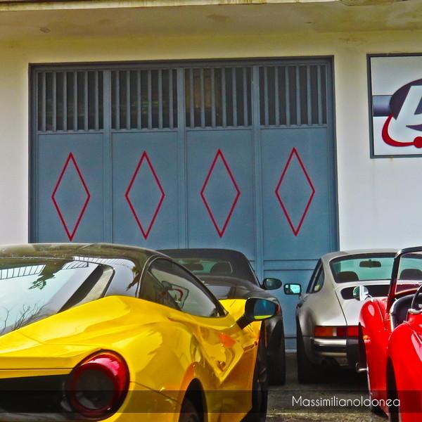 Avvistamenti auto rare non ancora d'epoca - Pagina 12 Ferrari_488_GTB_3_9_670cv_16_FF400_XW_e_Triumph_TR3_A_2_0_90cv_AE185_WV_3