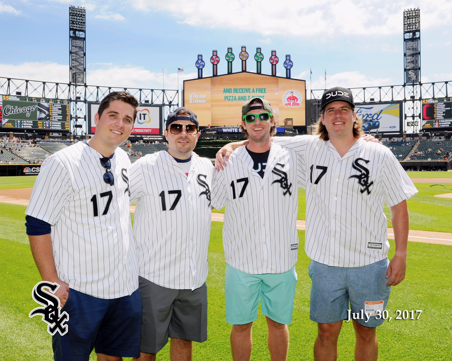 The DUDES throwing out the first pitch at Guaranteed Rate Field