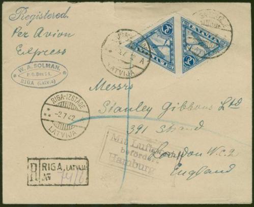 No Rīgas uz Londonu nosūtītas vēstules aploksne ar marku pāri bez zobojuma vidū. Pārdota izsolē par 360 €.