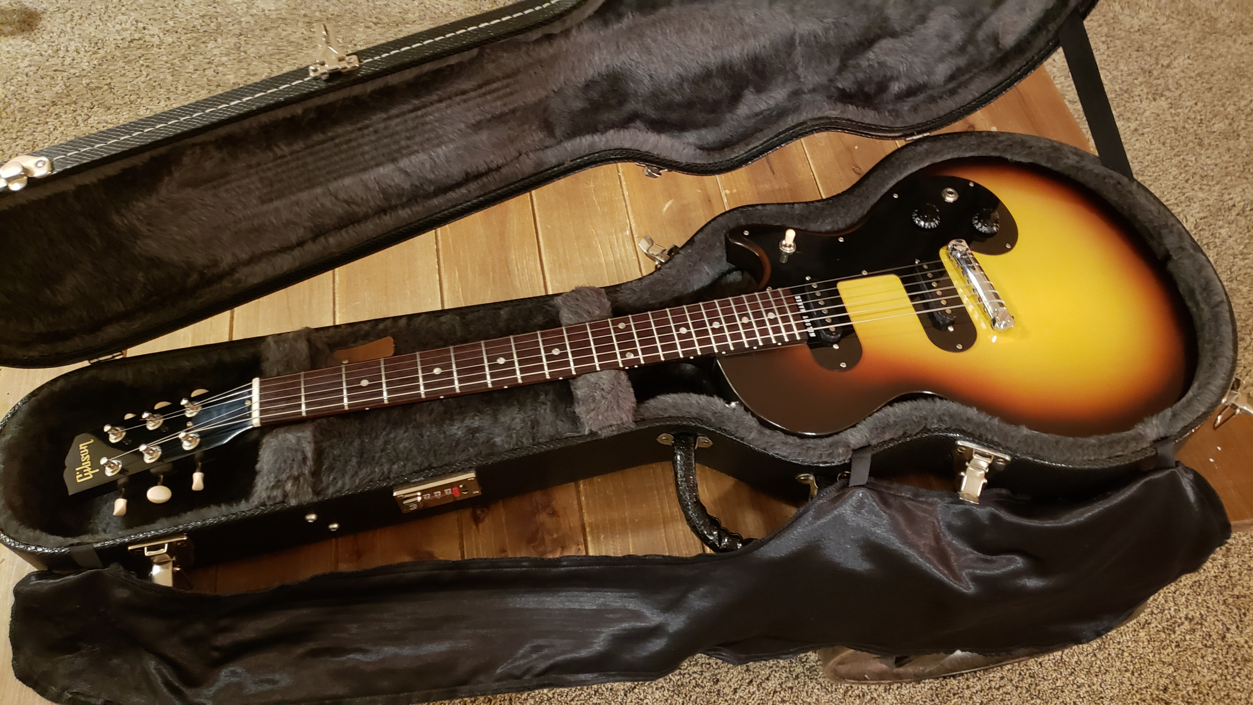 Sold Mint 2007 Gibson Melody Maker 59 Reissue Dual Pickup Matching Mint Gibson Usa Hardcase The Gear Page