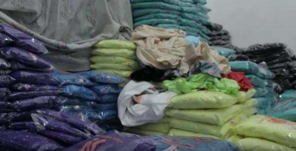 gambar gudang toko jual pakaian