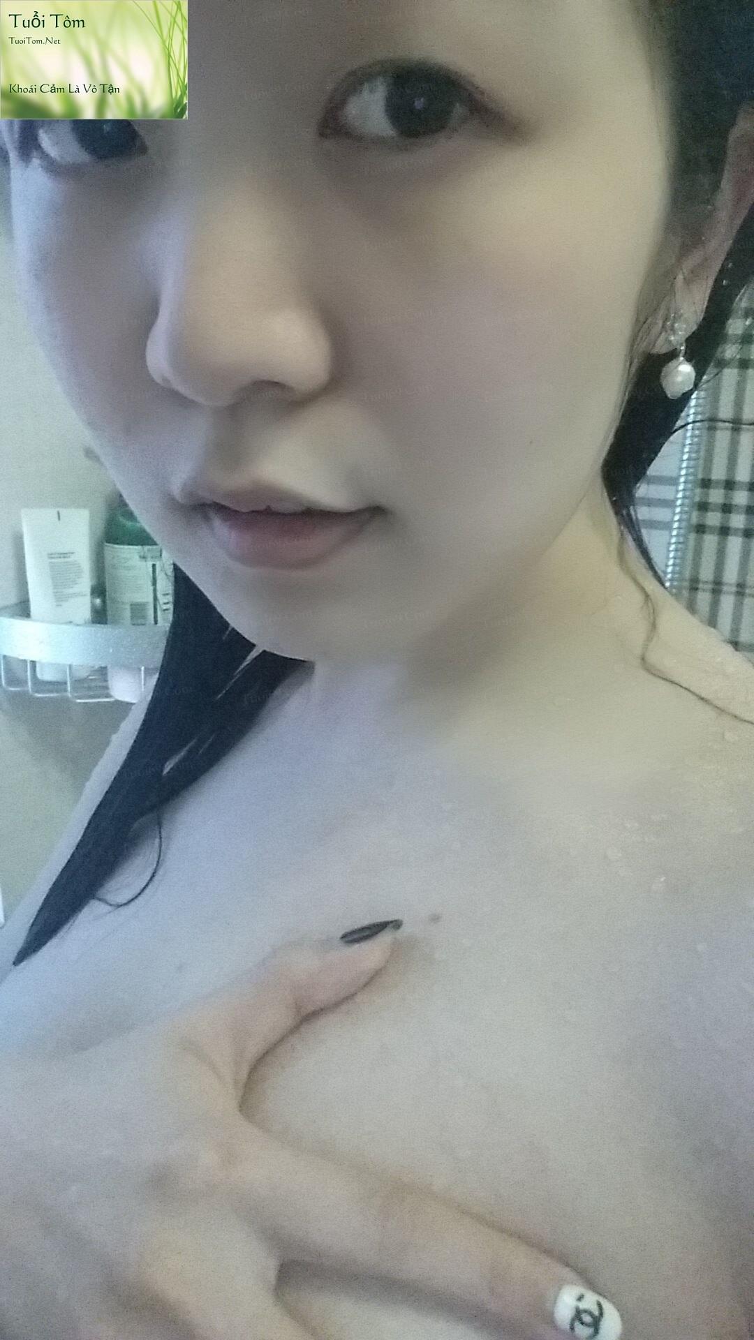 Shy_Adorable_Teen_Xinshu_Feng_Shows_her_Cute_Little_Pussy_10