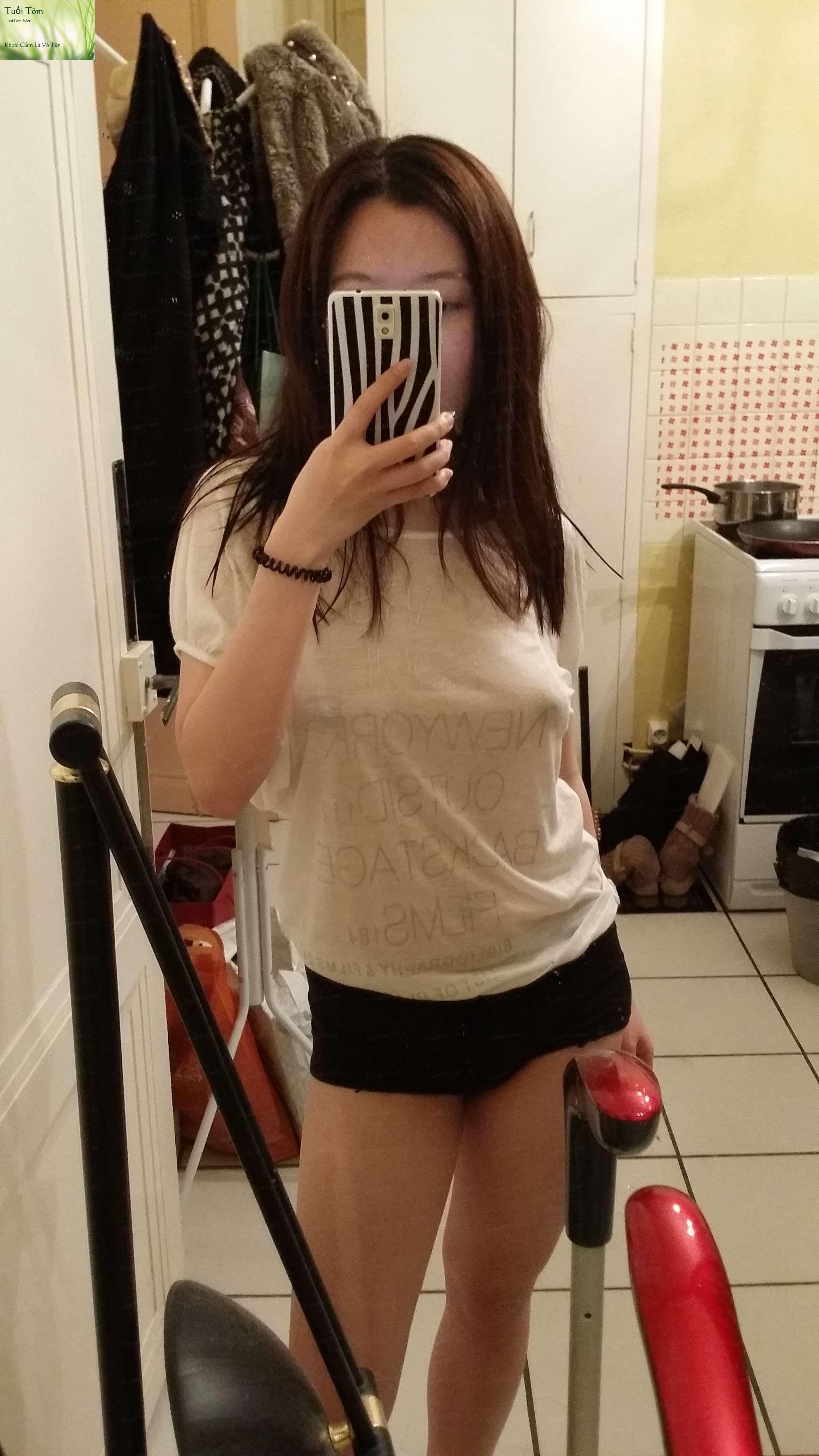 Shy_Adorable_Teen_Xinshu_Feng_Shows_her_Cute_Little_Pussy_19
