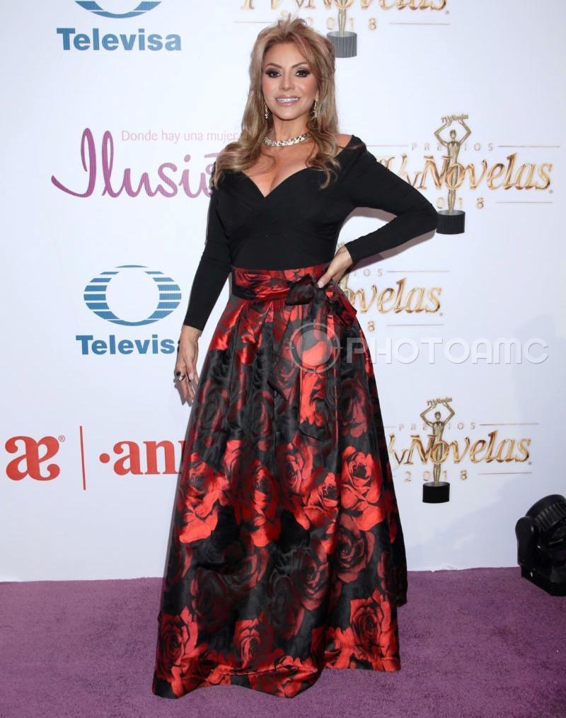 Najlepša haljina crvenog tepiha - Page 2 1-Daniela-Castro