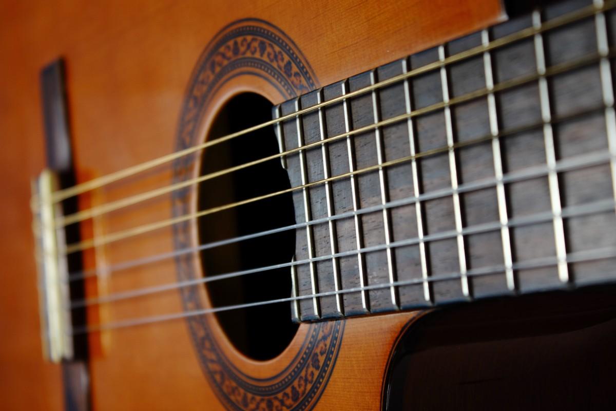 como afinar una guitarra española o acustica