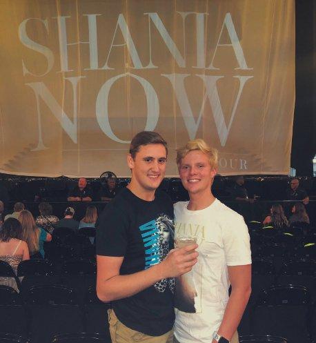 shania nowtour fans merch3