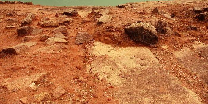 NASA показало панораму Марса во время песчаной бури