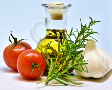 AOVE en cocina, aliño de tostada de aceite con tomate y ajo, ensalada...
