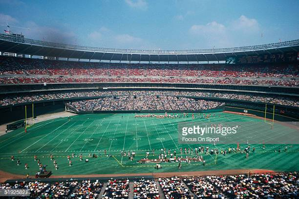 CINCINATTI-OH-UNDATED-A-general-view-shows-Riverfront-Stadium-hosting-a-game-with-the-Cincinnati-Ben