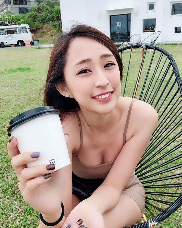 正妹Weiwei換上火紅比基尼_好身材大方顯露無疑