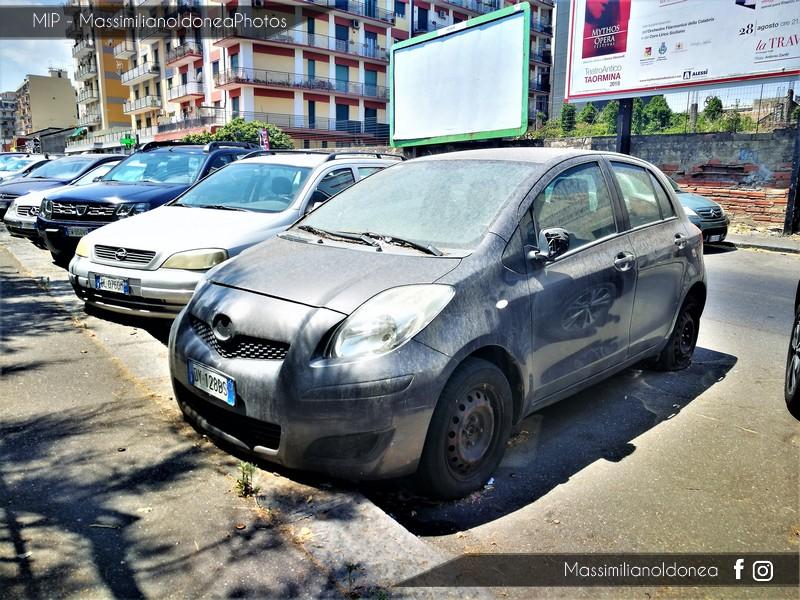 Auto Abbandonate - Pagina 6 Toyota-Yaris-VVT-i-1-0-69cv-09-DY128-BS-1