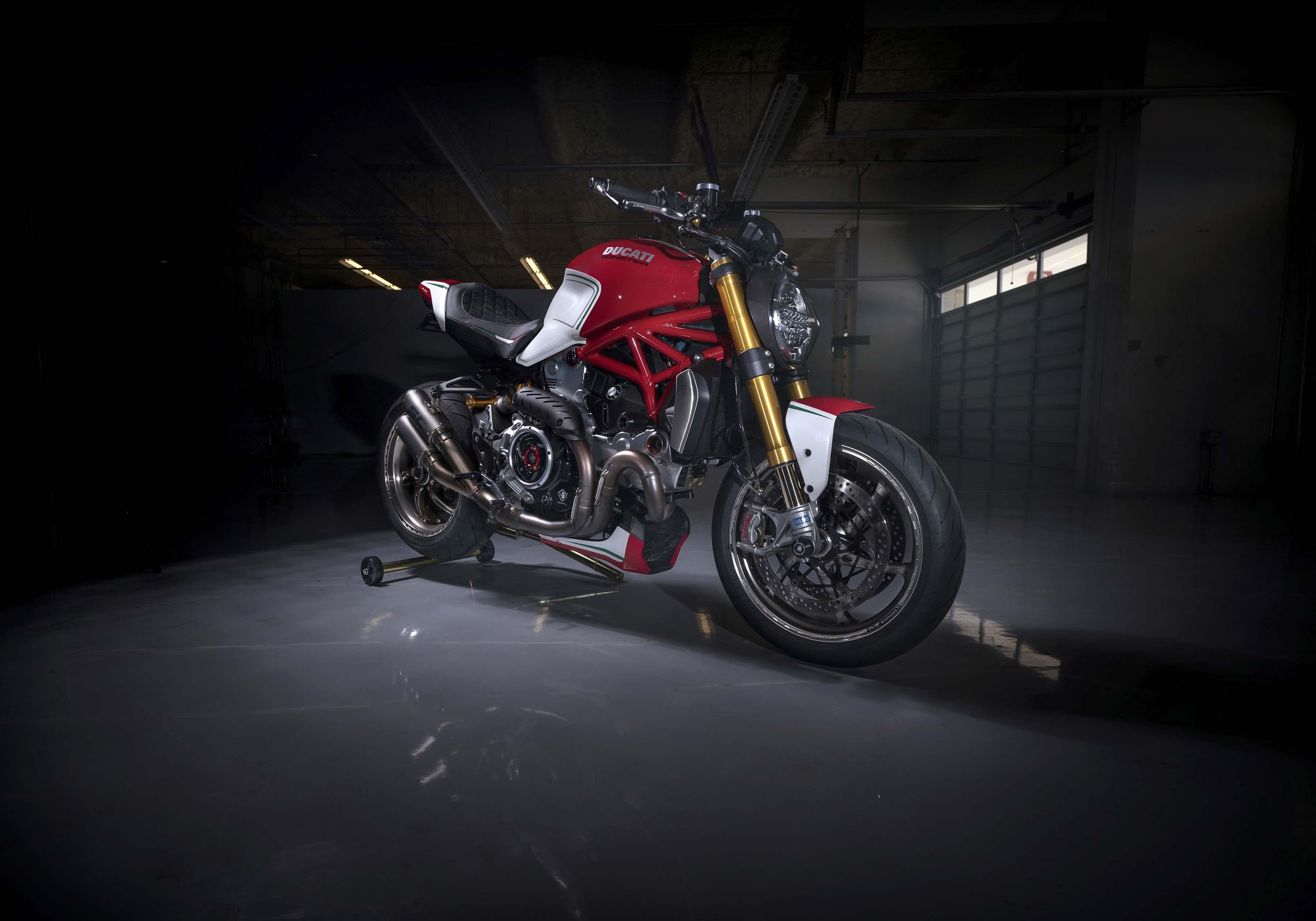 Ducati-Monster-1200-Tricolore-Motovation-15